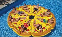 Las colchonetas de piscina más divertidas y originales para este verano